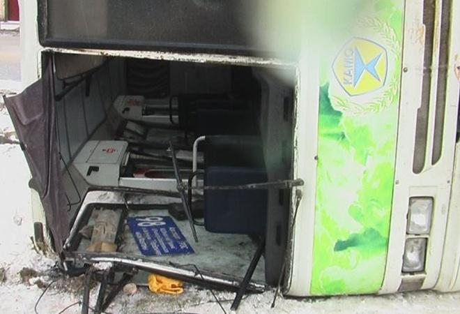 В Симферополе, в перевернувшемся  из-за гололеда автобусе,пострадали 16 человек фото 2