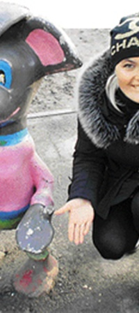 Алена из Днепродзержинска решила веселить нас не в одиночку, а со своим новым другом.