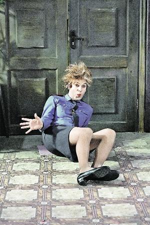 Один из новых образов Сергея Светлакова - женщина-милиционер.