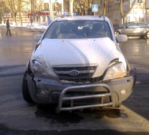 В результате столкновения автомобилей в Донецке госпитализирован водитель. Фото: Остров.