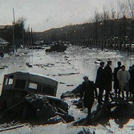 Улица Фрунзе в районе стадиона «Спартак» после катастрофы.