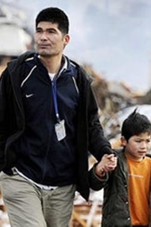 Жителей пострадавших от землетрясения и цунами районов охватило отчаяние Фото: АП