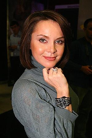 Тайное замужество с Виктором Лилия не комментирует, но колечком похвасталась.
