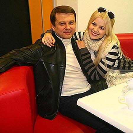 Представительница Украины на «Евровидении-2011» Мика Ньютон даже в кино ходит с продюсером.
