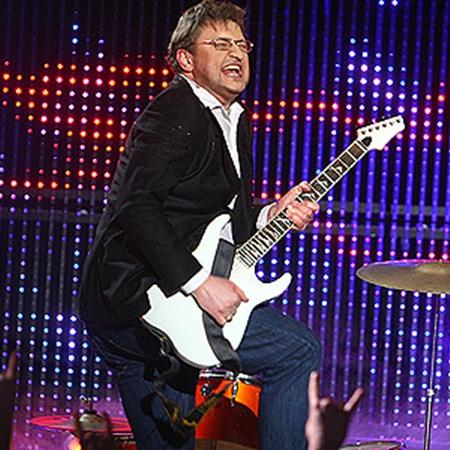 Александр Пономарев по воле сценаристов шоу стал рокером.