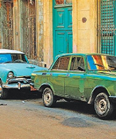 Поездка на Кубу - это экскурсия в прошлое. К старикам ретромобилям тут относятся бережно. Авто здесь все еще роскошь, а не средство передвижения.
