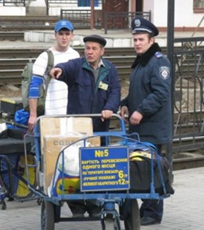 Учения внесли свои коррективы в привычный график работников вокзала. Фото Максима ГОЛОВАНЯ