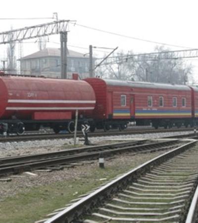 На помощь спасателям прибыл специальный пожарный поезд. Фото Максима ГОЛОВАНЯ