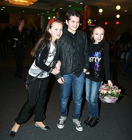 Сын Билык Глеб пришел на концерт мамы с дамами.