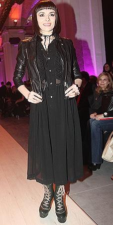 Надя Мейхер заглянула на модное шоу Виктории Гресь, показав всем новую прическу.