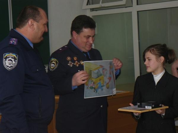 В подарок от ГАИ дети получили дипломы и МР3-плееры.