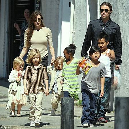 Семейство прогулялось по улицам Нового Орлеана. Фото Splash.