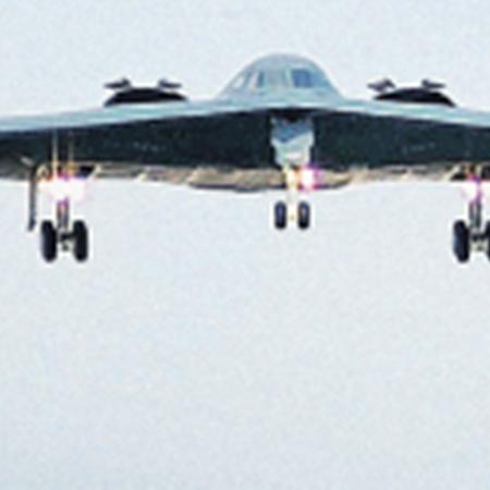 Американский бомбардировщик Б-2, отбомбившись по Ливии, вернулся в штат Миссури. В воздухе он пробыл 25 часов.