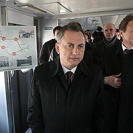 Вице-премьер Борис Колесников и глава КГГА Александр Попов стали первыми пассажирами городской электрички.