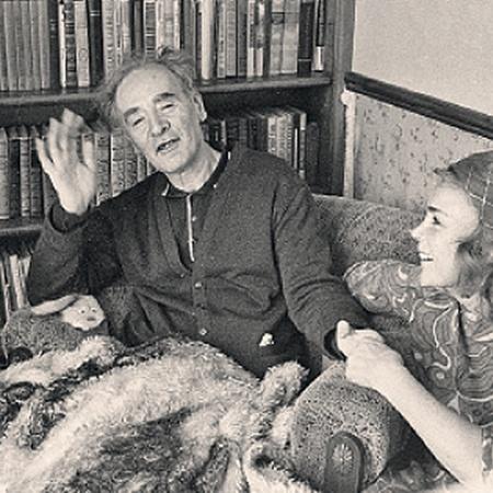 Гениальный физик и его жена Кора в своей московской квартире.