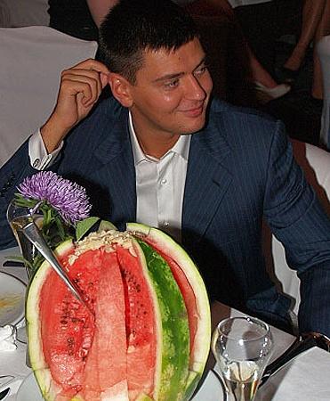 Когда Денис Басс был замом Черновецкого, его часто можно было встретить на светских мероприятиях. Фото с сайта tabloid.pravda.com.ua.