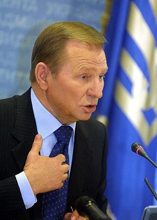 Бывший глава государства уже предупрежден о том, что ему запрещено покидать пределы Украины.