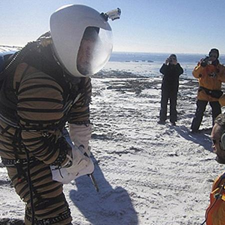 Астронавтам на Марсе придется много сверлить. Ипытатели проверили, насколько новый скафандр подходит для подобной работы.
