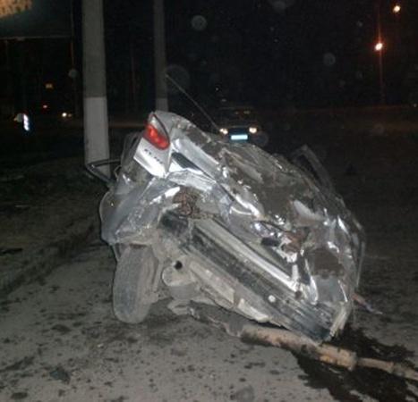 Водитель в тяжелом состоянии доставлен в больницу. Фото: lugansk.comments.