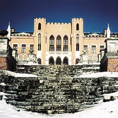 «Замок» и его обитатели (они же - ведущий и помощник) производят жуткое впечатление.