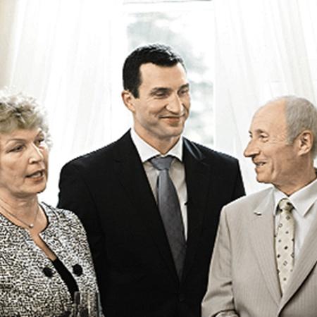 Володя с родителями - Надеждой Ульяновной и Владимиром Родионовичем.