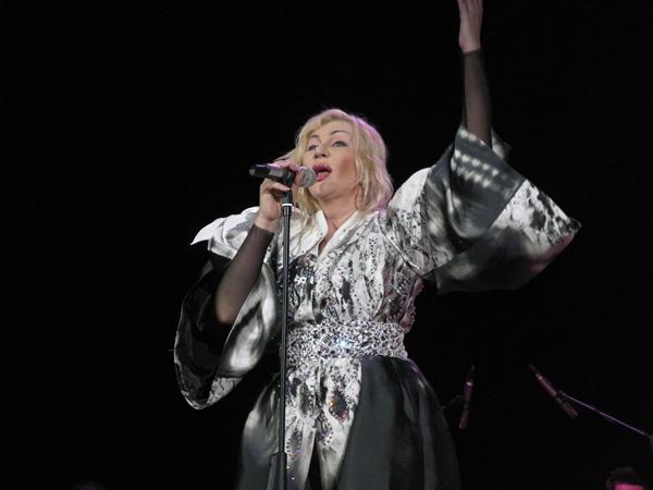 На концерте в Симферополе Ирина Билык пообещала заняться сексом на греческом пляже фото 1