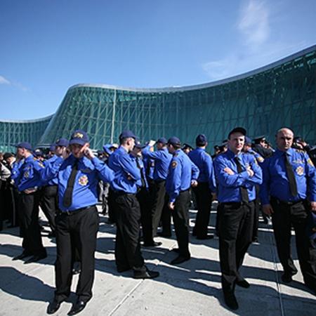 Профессия полицейского в Грузии сейчас считается очень престижной. При средней зарплате в стране 320 долларов люди в погонах получают около $1000.