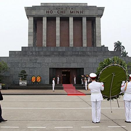 Посещение мавзолея Хо Ши Мина остается одним из главных ритуалов Вьетнама.