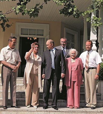 Путин в Вешенской на 100 лет Шолохова, Светлана справа от него.