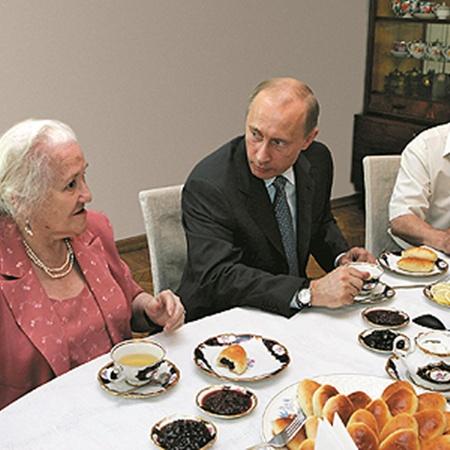 Путин приезжал в Вешенскую на 100-летие писателя, 2005 год.