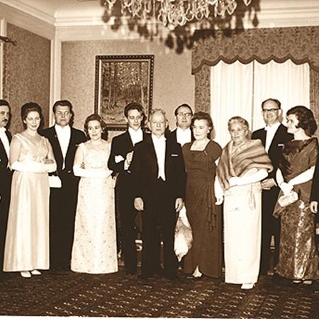 Шолоховы на Нобелевской премии, Светлана - вторая женщина слева.
