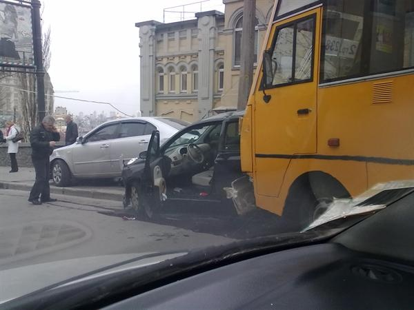 Авария произошла сегодня утром. Фото с сайта kiev.vgorode.ua.