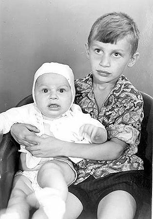 Виталику было пять лет, когда родился Володя.