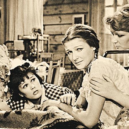 Подружки из «Девчат» - актрисы Инна Макарова, Люсьена Овчинникова, Светлана Дружинина, Нина Меньшикова.