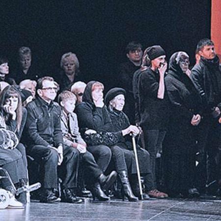 Москва. 29 марта 2011 года. Близкие провожают Барыкина в последний путь. Фото Михаила Фролова.
