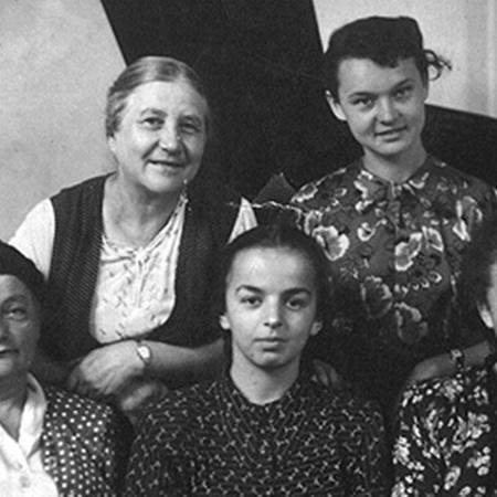 Людмила Гурченко в музыкальной школе. На фото — в верхнем ряду справа.
