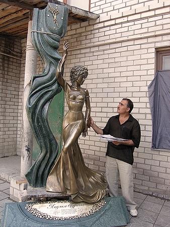 Памятник Гурченко, который так и не установили.