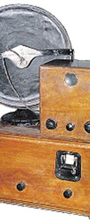 «Б-2» - радио и телеприставка. Смотреть надо было в маленькое окошко снизу.