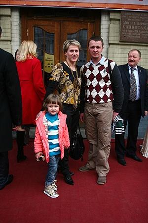 Семья Осипенко-Радомских (Инна, Дмитрий и маленькая Ульяна) разжилась сразу двумя наградами.
