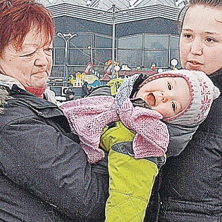 Дочь Гурченко Мария (слева), внучка Елена и маленькая правнучка Таисия, родившаяся в 2008 году. Фото из архива «Экспресс газеты».