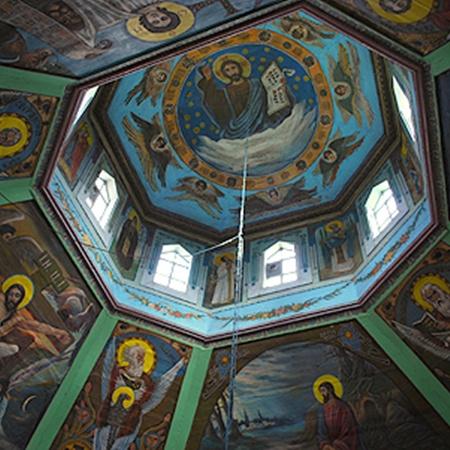 Церковь в одном из сел Народичского района и днем и ночью стоит открытой, без охраны. За 25 лет ни один грабитель не позарился ни на иконы, ни на пожертвования, которые оставляют здесь прихожане.