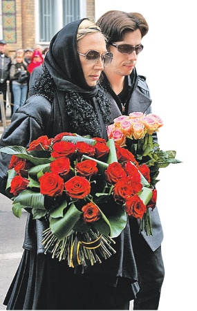 Среди участников траурной церемонии - Кристина Орбакайте и Максим Галкин.