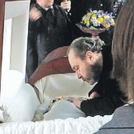 Муж Людмилы Гурченко Сергей Сенин провожает актрису в последний путь.