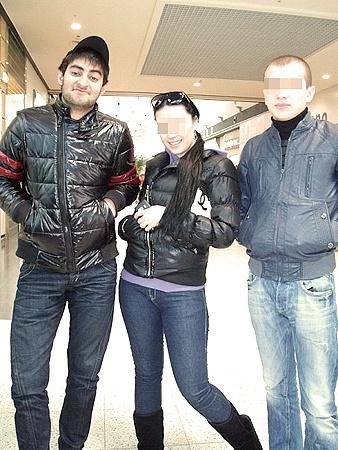 Рамис (слева) с друзьями. Фото vkontakte.ru.