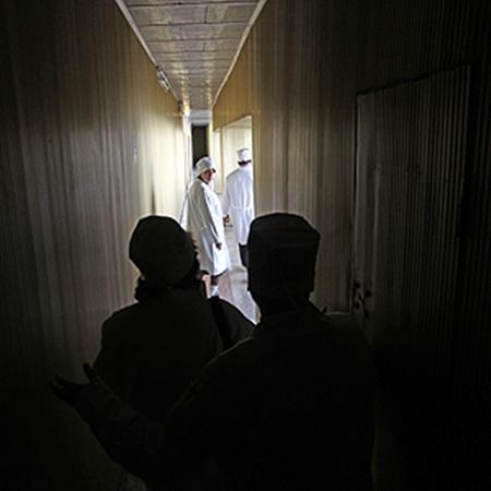 Этот коридор ведет через всю зону строгого режима - вдоль 1-го, 2-го и 3-го реакторов.