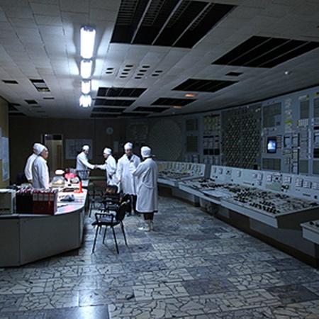 Блочный щит управления 2-м реактором. Сейчас здесь работает только система контроля подачи воды.
