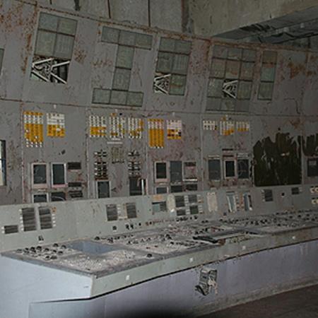 И через 25 лет в помещении блочного щита 4-го реактора можно уловить запах старой гари.