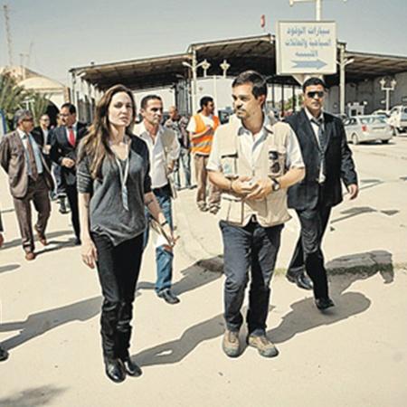 Между тем вчера в Ливию (на территорию, контролируемую Каддафи) приехала посол доброй воли ООН актриса Анджелина Джоли. Она попытается помочь беженцам, спасающимся от войны. Фото АП.