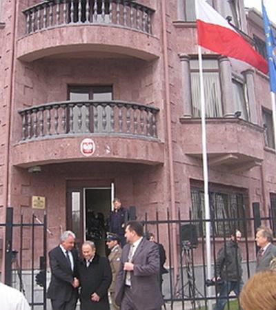 Здание консульства. Фото с сайта nr2.ru