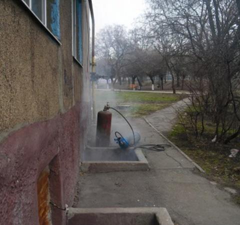 Едкий дым быстро просочился в квартиры. Фото: 0629.